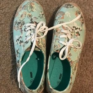Shoes - Sneakers - womens